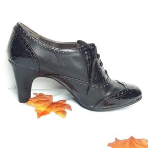 Naturalizer Black Oxford Booties.  Size 8